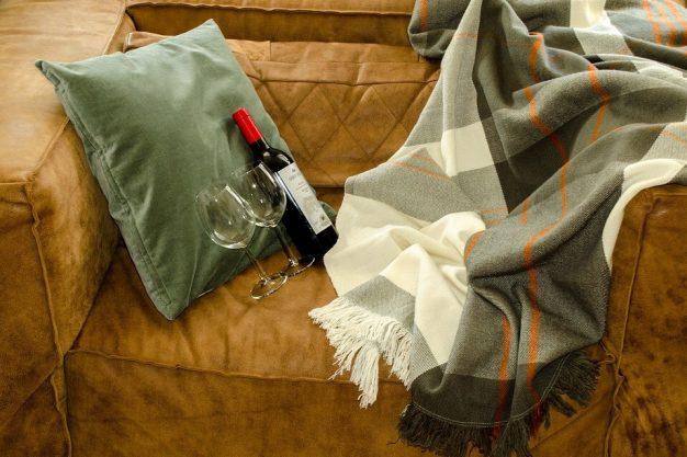 ผ้าบุโซฟากันน้ำ กันเปื้อน กันคราบสกปรก LiveSmart จาก ZOFT-01